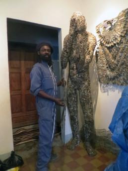 Freddy Tsimba_devant l'Ange déchu_2017_In Situ_Galerie Angalia